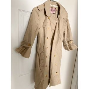 Juicy tan trench coat with buttons and belt